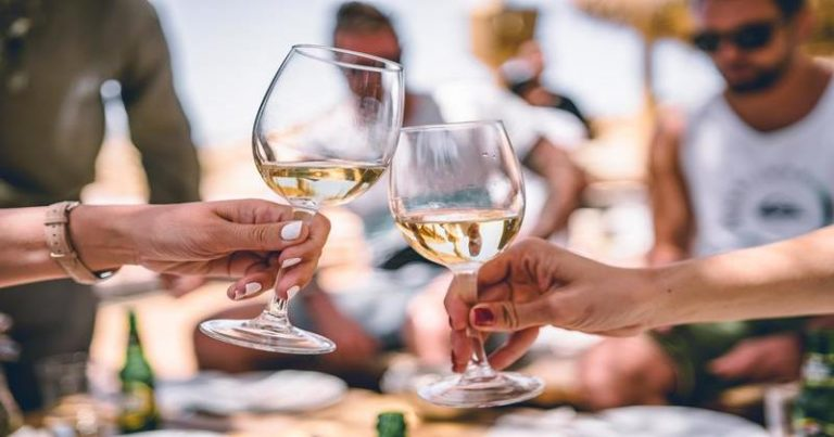 8 Types of White Wines | Explained !